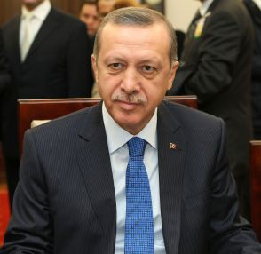 https://i0.wp.com/upload.wikimedia.org/wikipedia/commons/a/ac/Recep_Tayyip_Erdo%C4%9Fan_Senate_of_Poland_01.JPG?resize=294%2C286