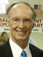 English: Dr. Robert Bentley at a campaign part...