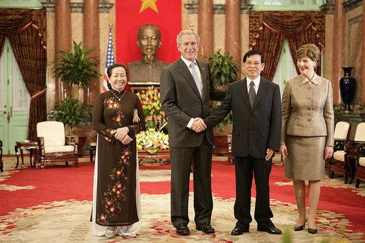 File:NguyenMinhTriet & GeorgeWBush 2006-Nov-17.jpg