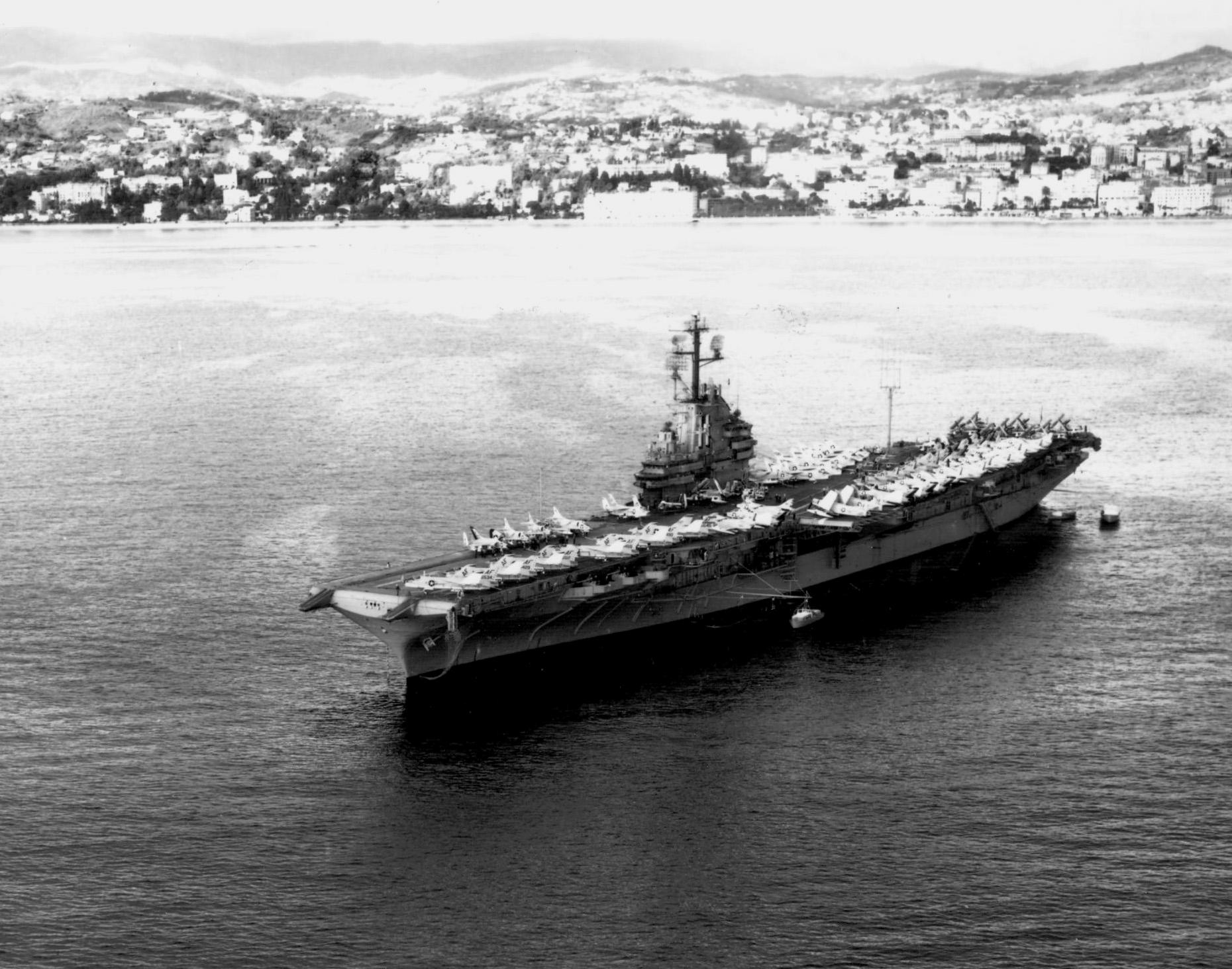 File:USS Intrepid (CVA-11) off Cannes 1961.jpeg - Wikimedia Commons