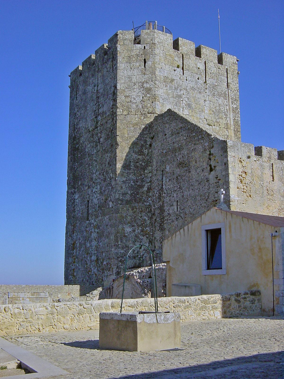 https://i0.wp.com/upload.wikimedia.org/wikipedia/commons/a/ae/Castelo_de_Palmela.JPG