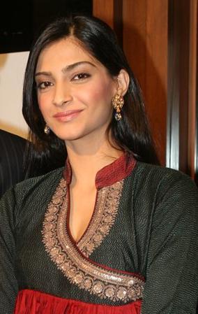 English: Indian actress Sonam Kapoor