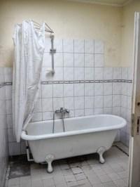 File:Badewanne mit Duschvorhang P4580383.JPG