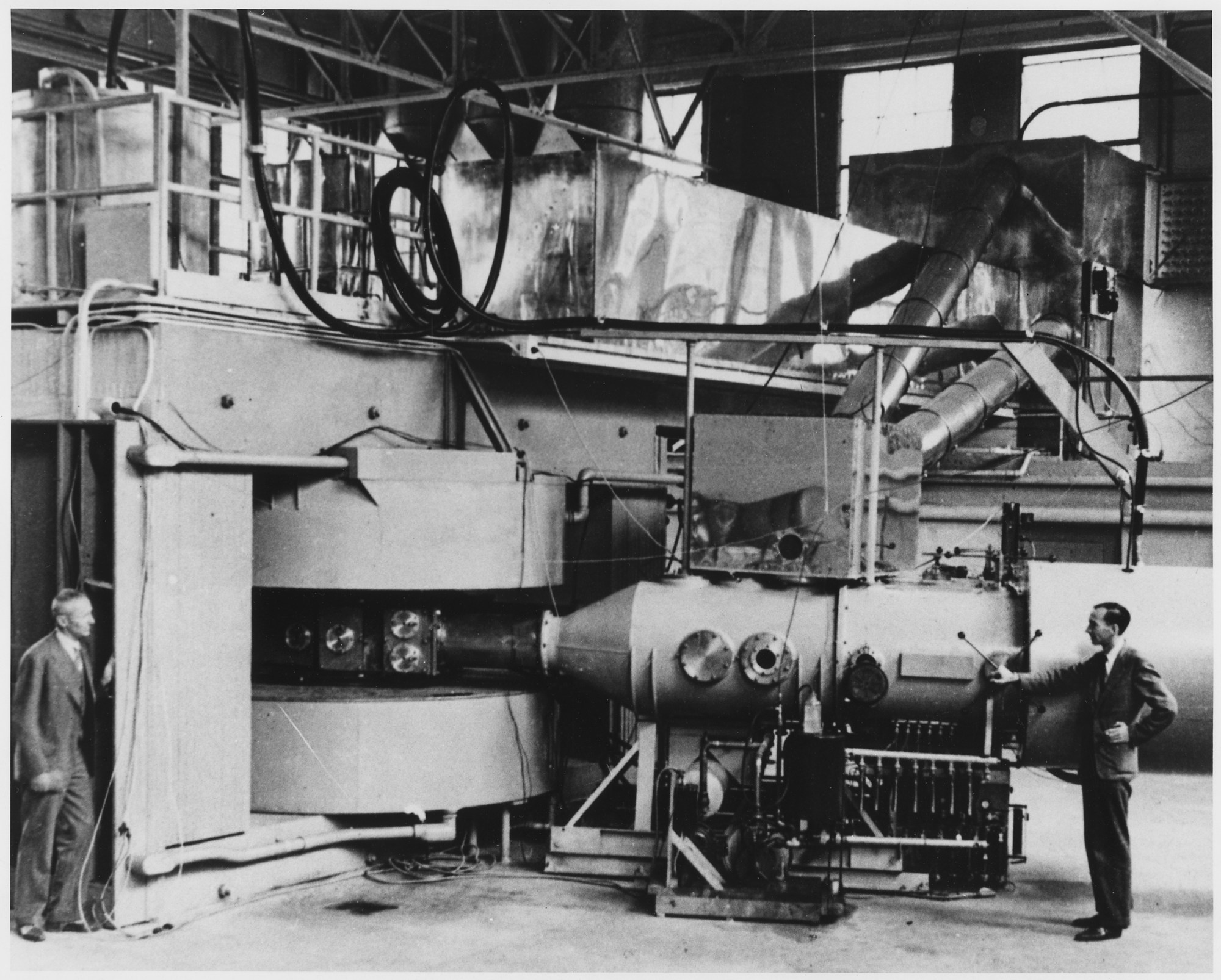 hight resolution of cyclotron wikipedia diagram of the first successful cyclotron constructed by lawrence and