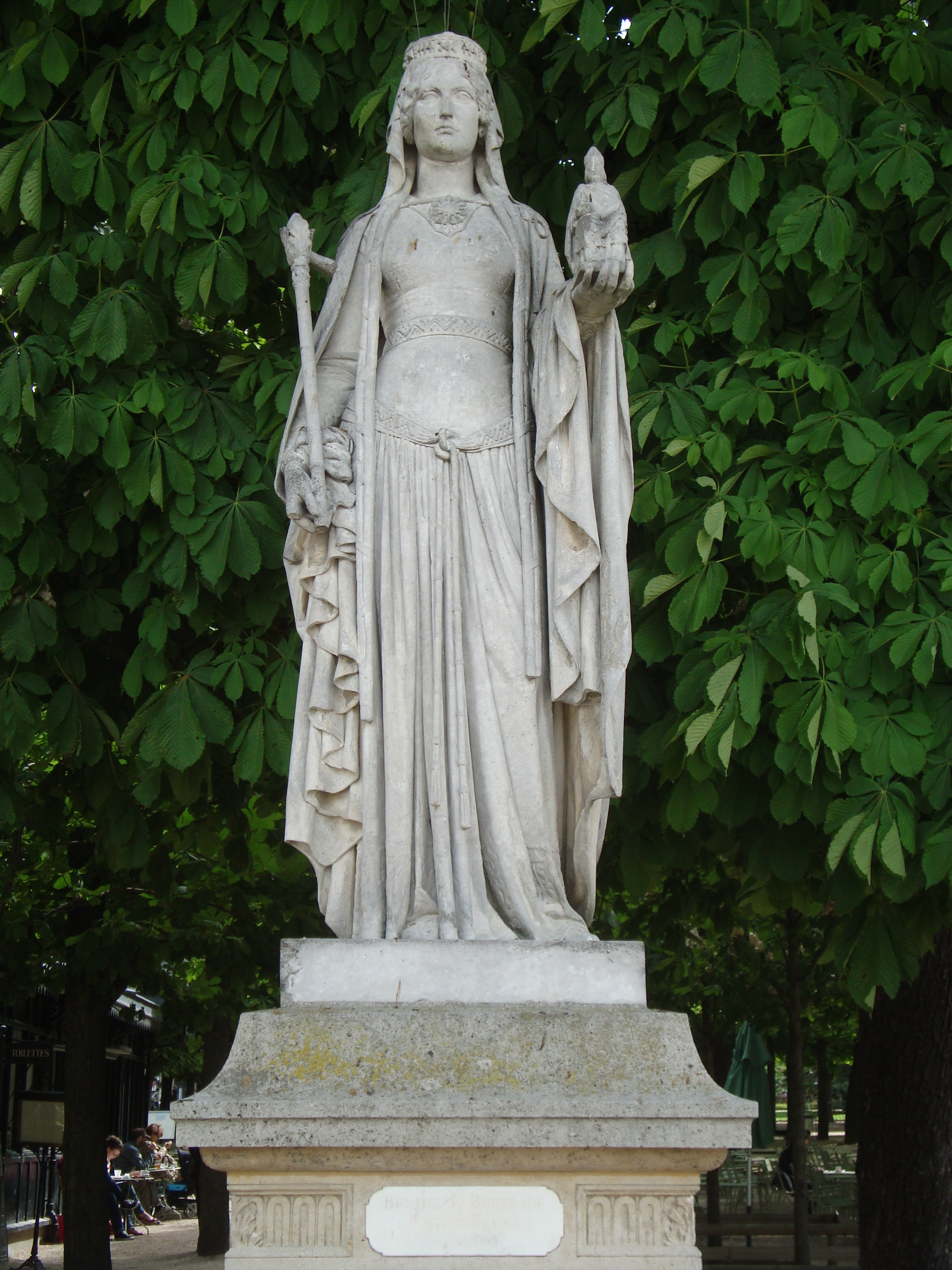 Statue of Bertrada