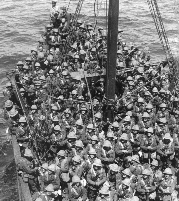 https://upload.wikimedia.org/wikipedia/commons/archive/6/6f/20050423032444!Lancashire_Fusiliers_boat_Gallipoli_May_1915.jpg
