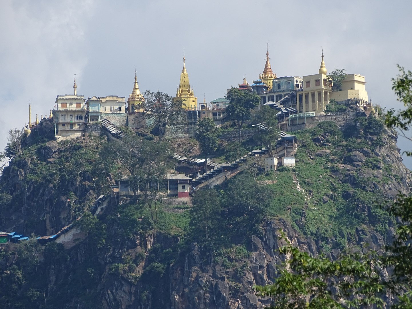 Mount Popa  Travel guide at Wikivoyage