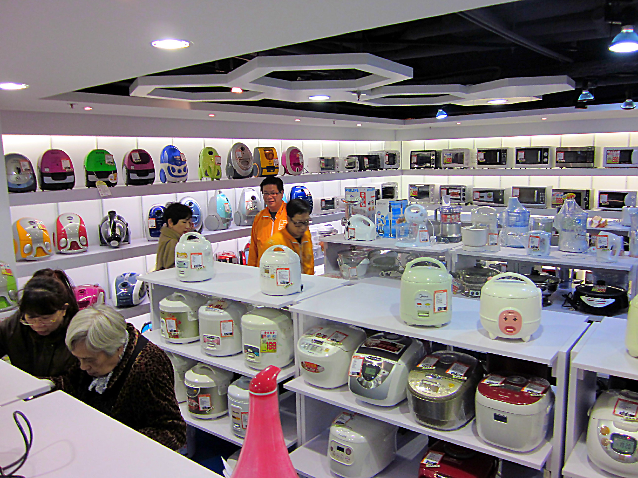 kitchen supplies store cheap storage file 銅鑼灣店小家電部 jpg wikimedia commons