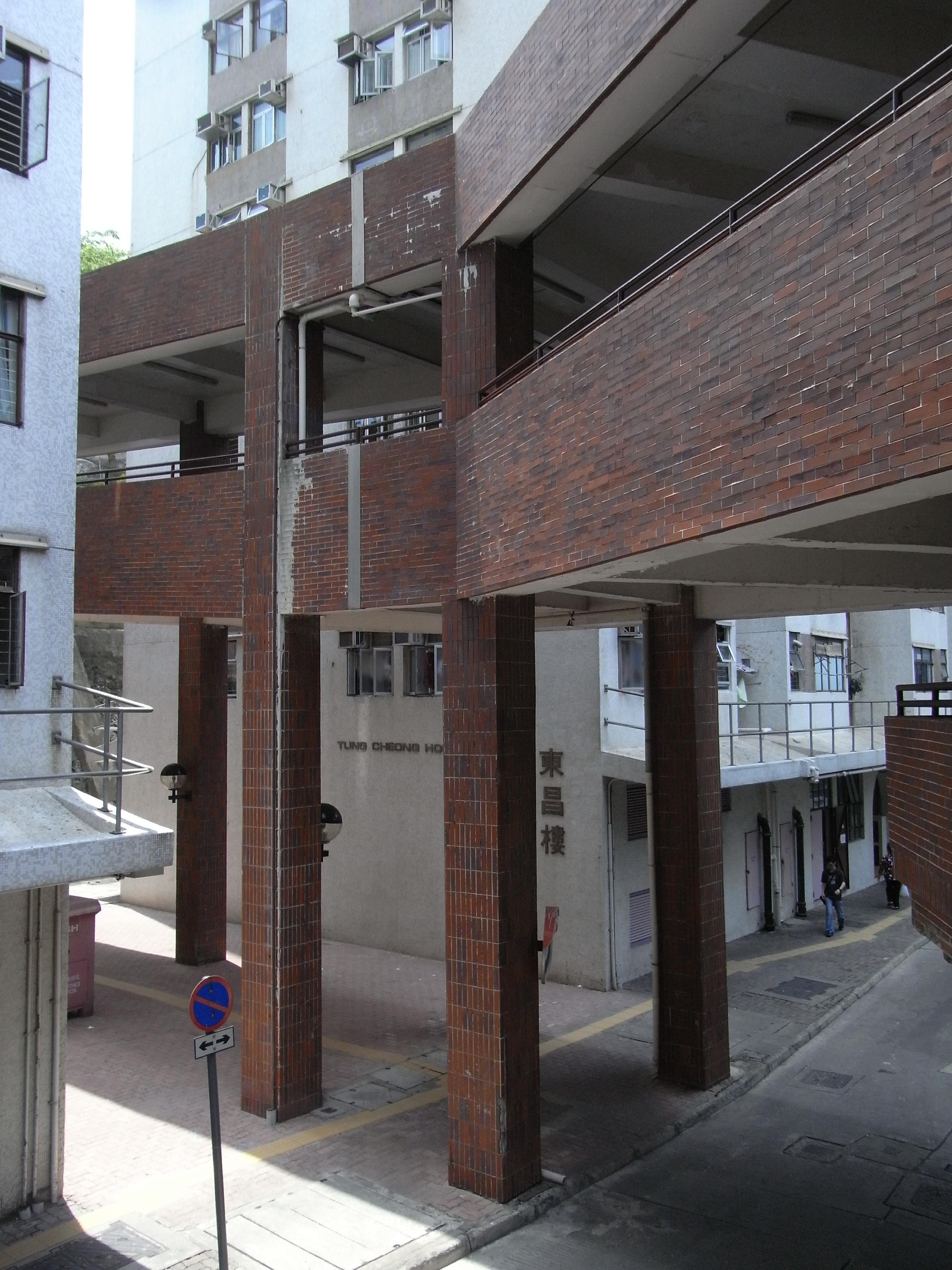 File:HK ALC 鴨脷洲 利東邨 Lei Tung Estate podium footbridge facade.jpg - Wikimedia Commons