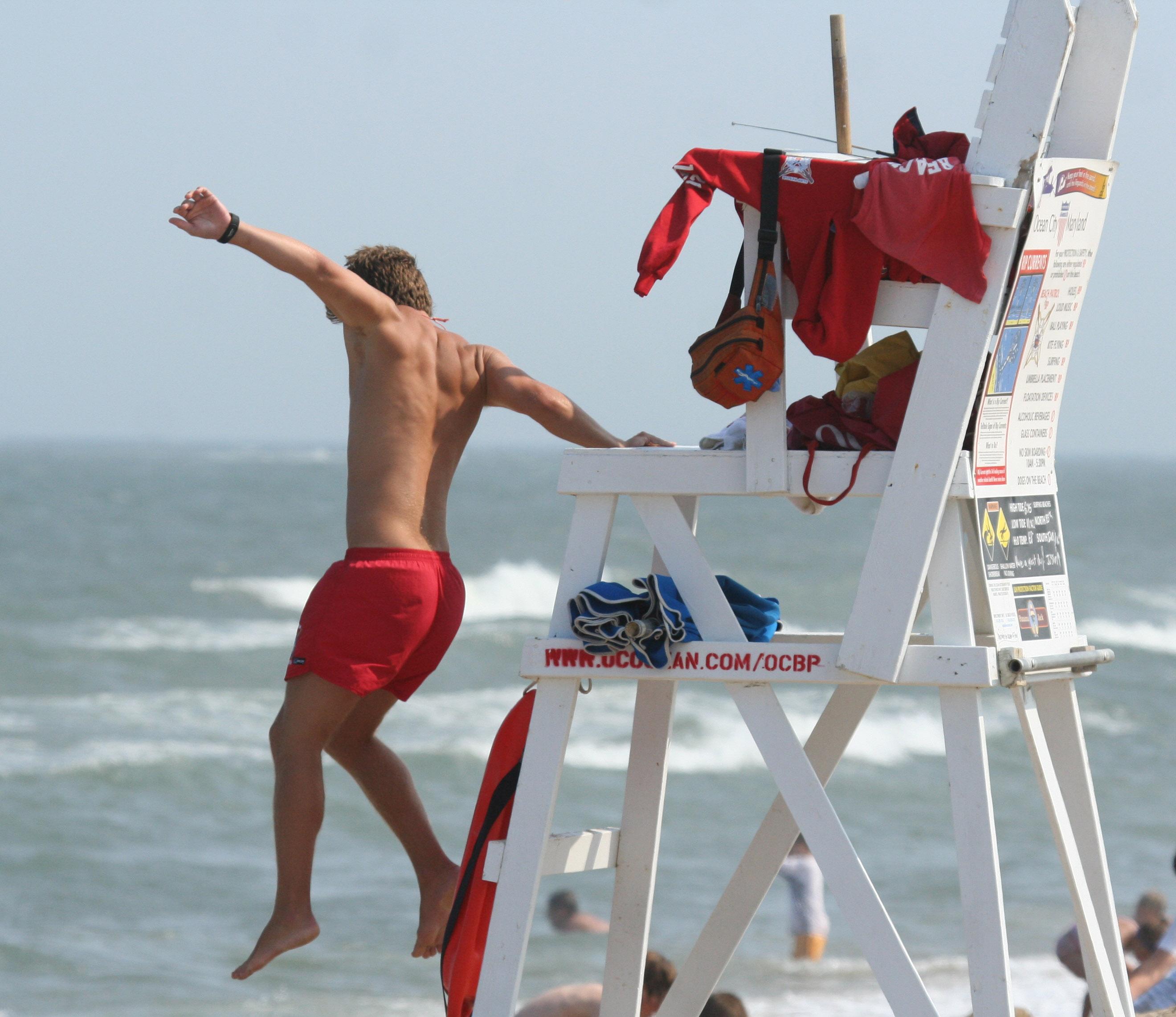 https://i0.wp.com/upload.wikimedia.org/wikipedia/commons/b/b4/Lifeguard_jumping_into_action,_Ocean_City,_June_27_,2007.jpg