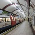 File train at hampstead tube station jpg wikimedia commons