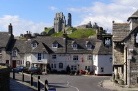 File:Corfe Castle and Greyhound Inn Dorset England.jpg ...