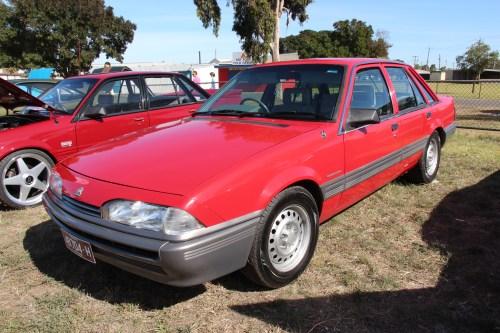 small resolution of file 1986 88 vl commodore sedan jpg
