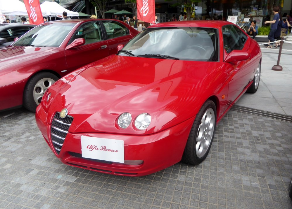 medium resolution of the frontview of alfa romeo gtv 2 0 twin spark jpg