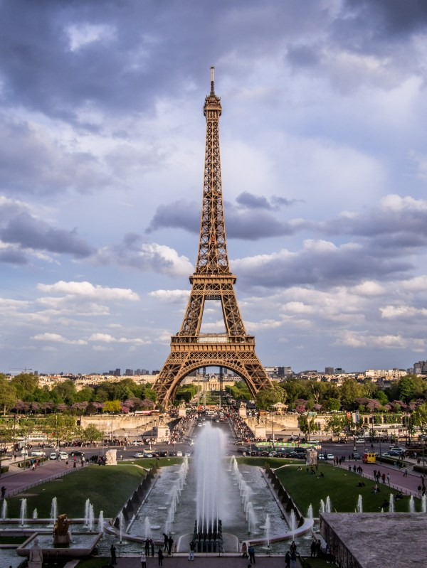 File Eiffel Tower 1 Paris - Wikimedia Commons