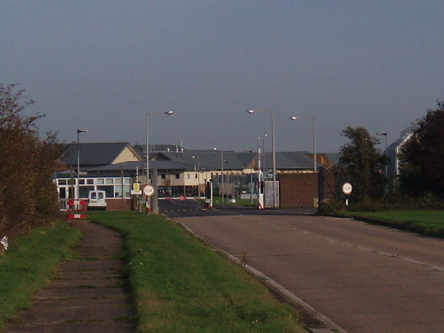 File:Yarlswood IDC - geograph.org.uk - 78530.jpg