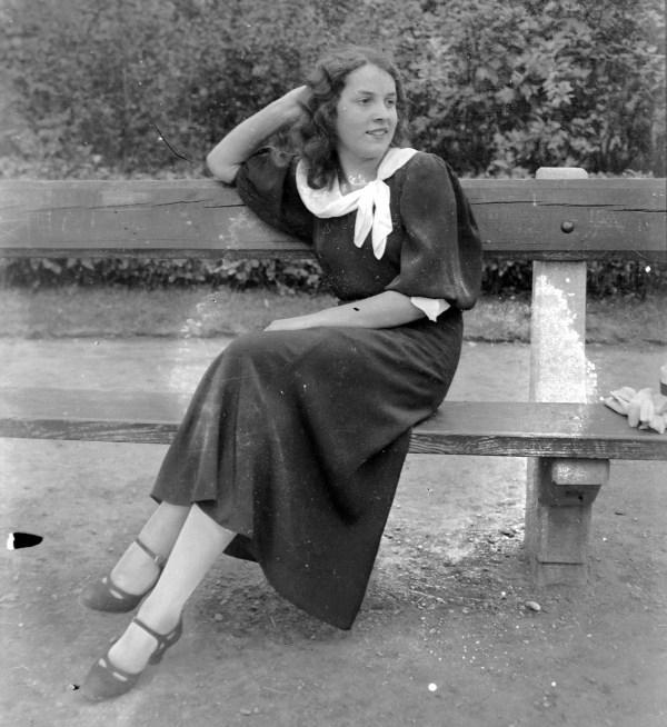 File Woman Bench Fortepan - Wikimedia Commons