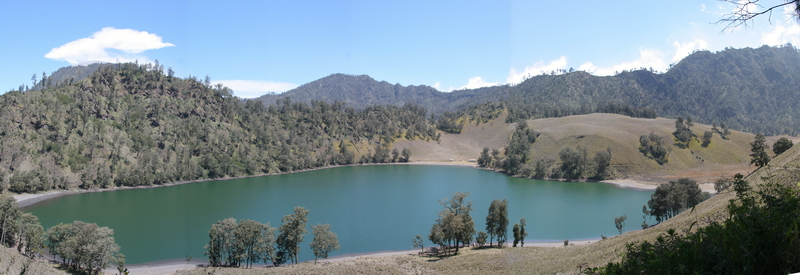 https://i0.wp.com/upload.wikimedia.org/wikipedia/commons/b/bd/Ranu_kumbolo.jpg