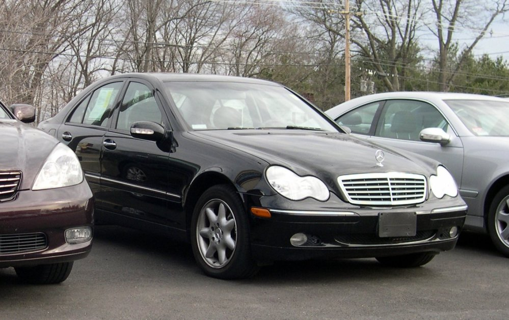 medium resolution of file 2004 mercedes benz c240 jpg