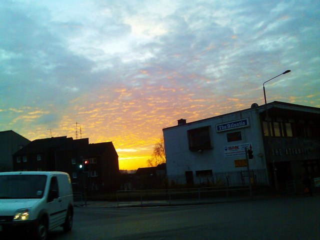 English: Sun rising over Clydebank On a cold W...