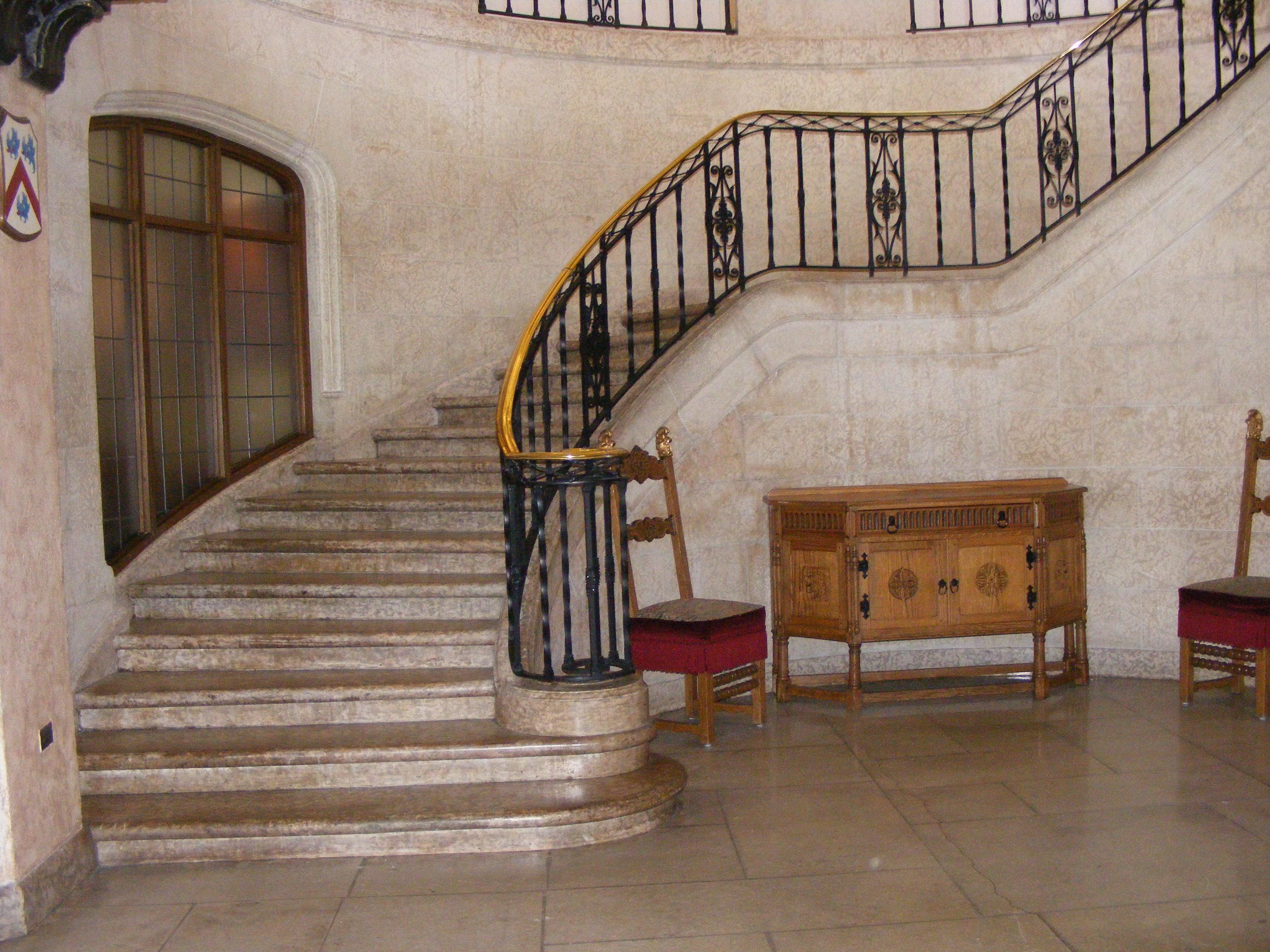 File:Banff Springs staircase.JPG