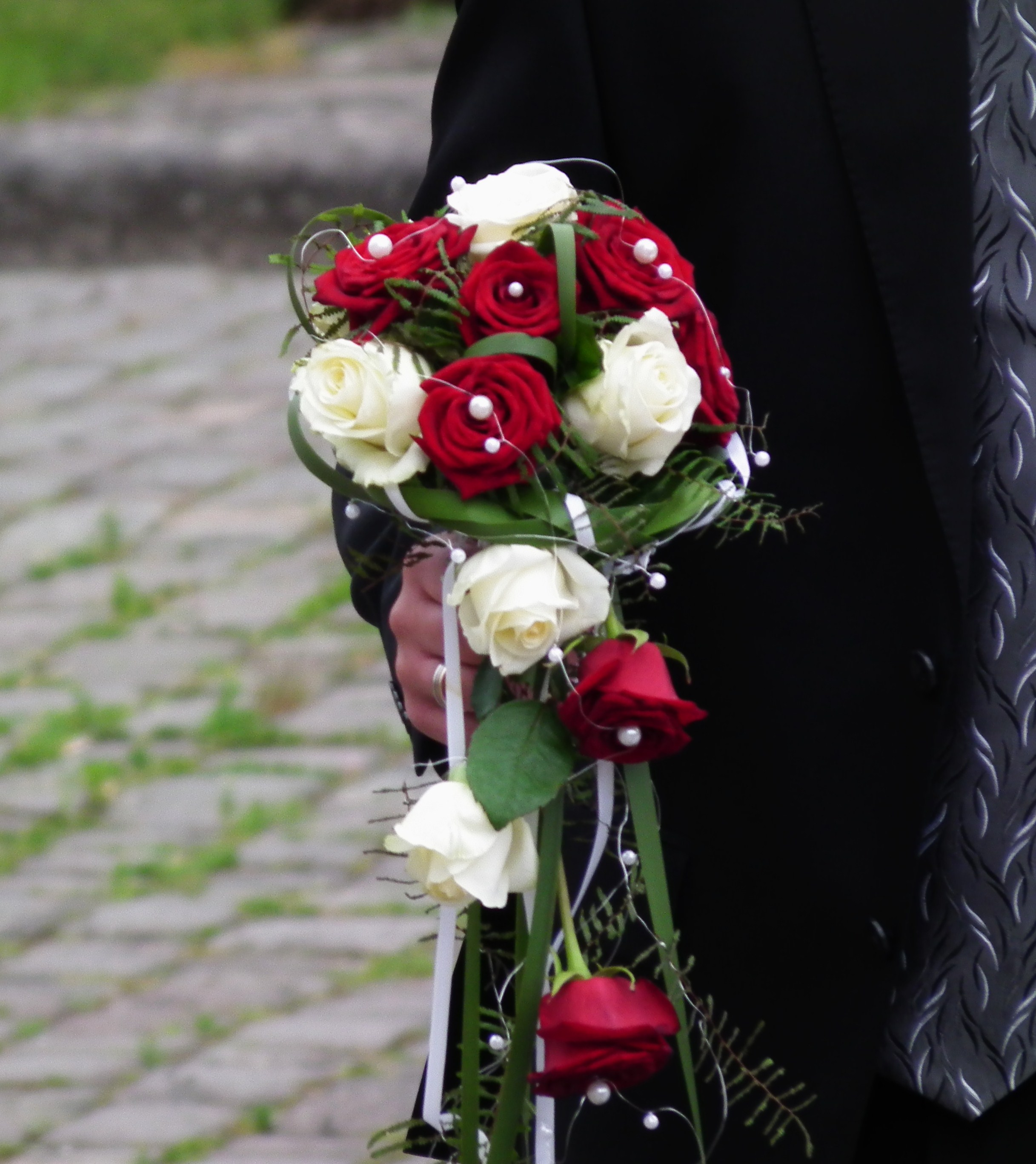 Brautstrau Rote Und Weie Rosen