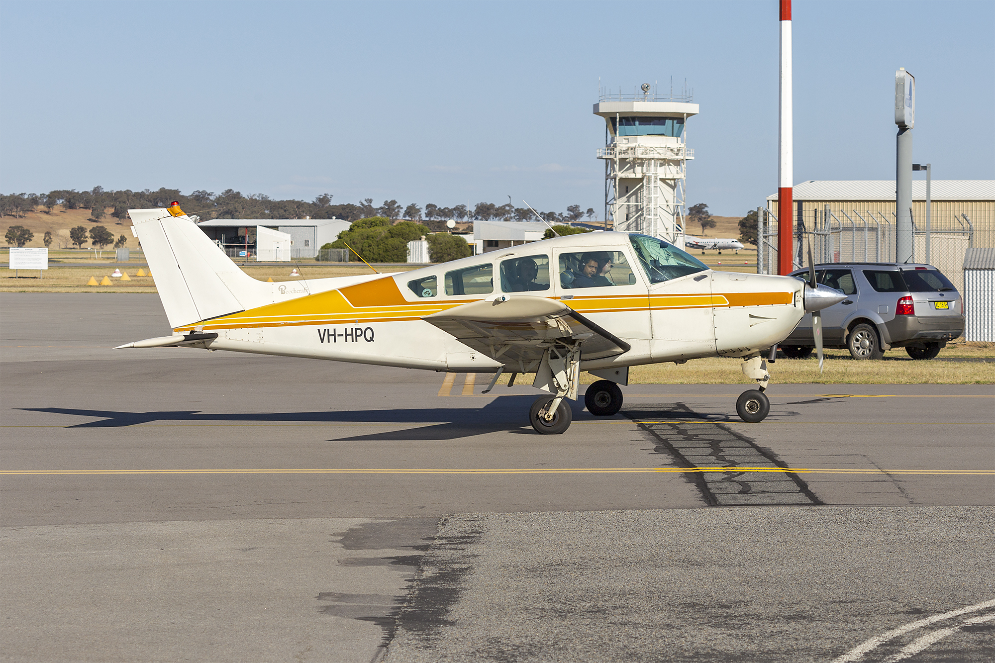 hight resolution of file beechcraft sierra c24r vh hpq at wagga wagga airport 1 jpg