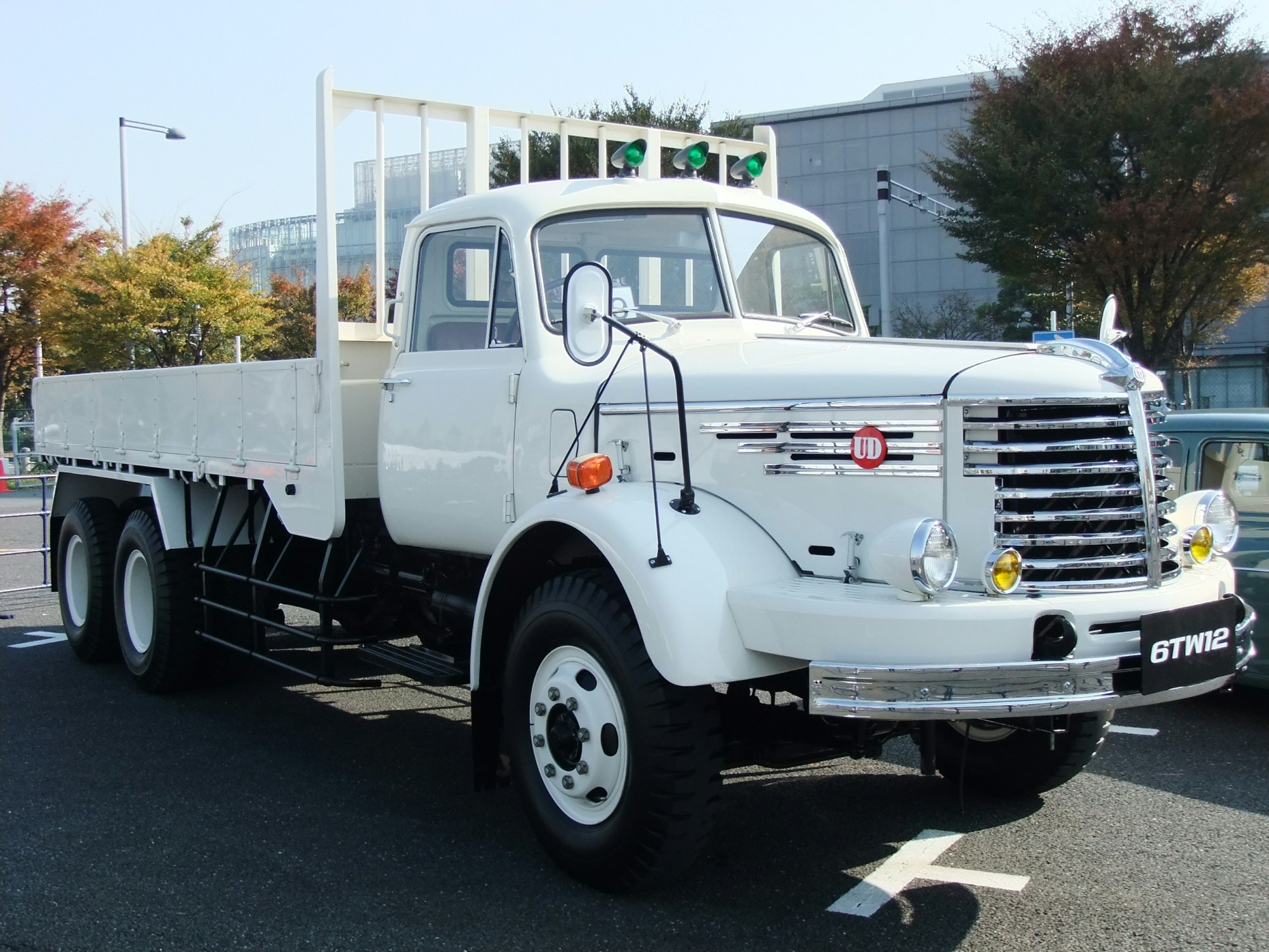 hight resolution of file nissan diesel 6tw12 white truck jpg