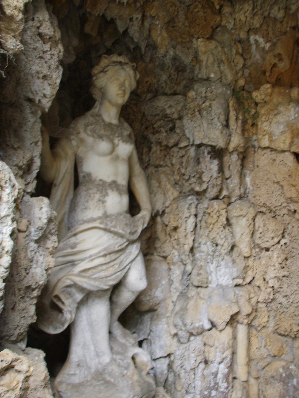 https://i0.wp.com/upload.wikimedia.org/wikipedia/commons/c/c1/Villa_torrigiani_di_lucca%2C_statua_04.JPG