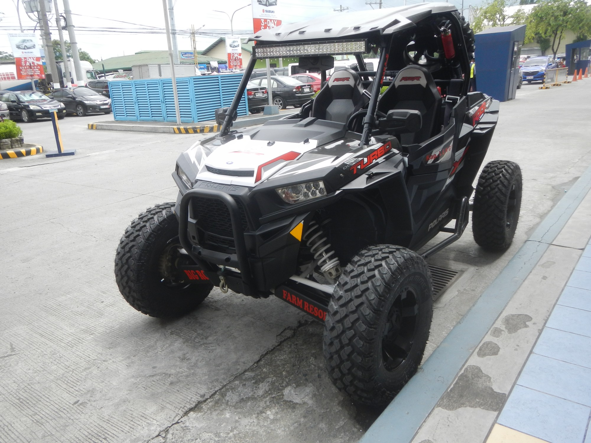 hight resolution of yellow rzr 800