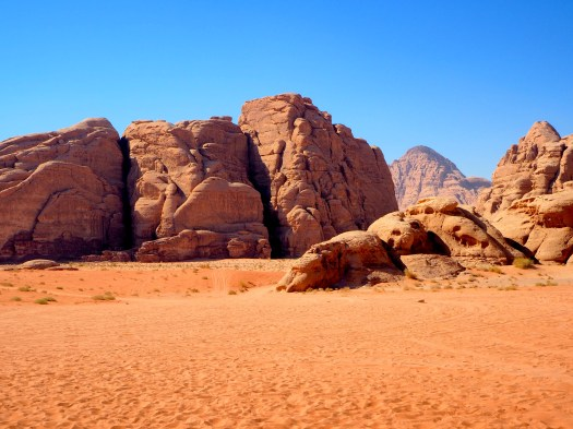 https://i0.wp.com/upload.wikimedia.org/wikipedia/commons/c/c2/Wadi_rum_desert.jpg?w=525&ssl=1