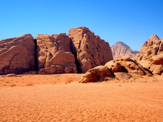 https://i0.wp.com/upload.wikimedia.org/wikipedia/commons/c/c2/Wadi_rum_desert.jpg?w=525&ssl=1