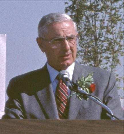 File:Victor Atiyeh in 1986.jpg