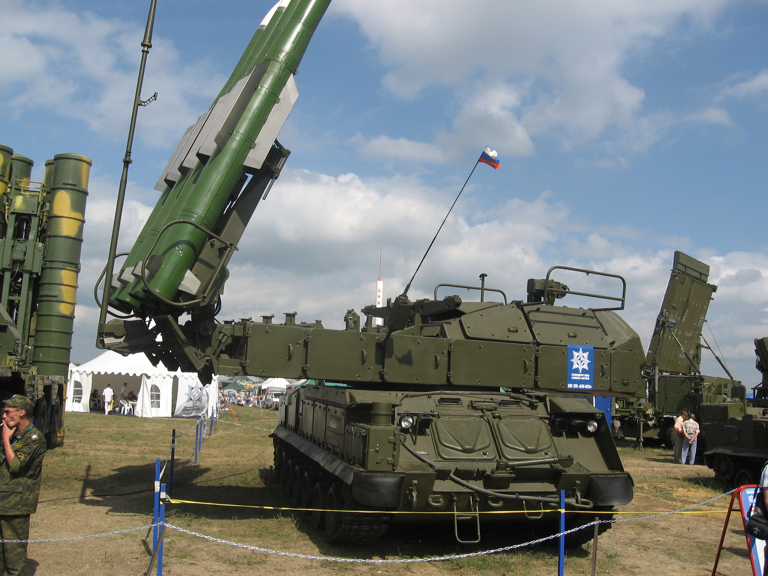 https://i0.wp.com/upload.wikimedia.org/wikipedia/commons/c/c4/Buk-M2-MAKS-2007.jpg