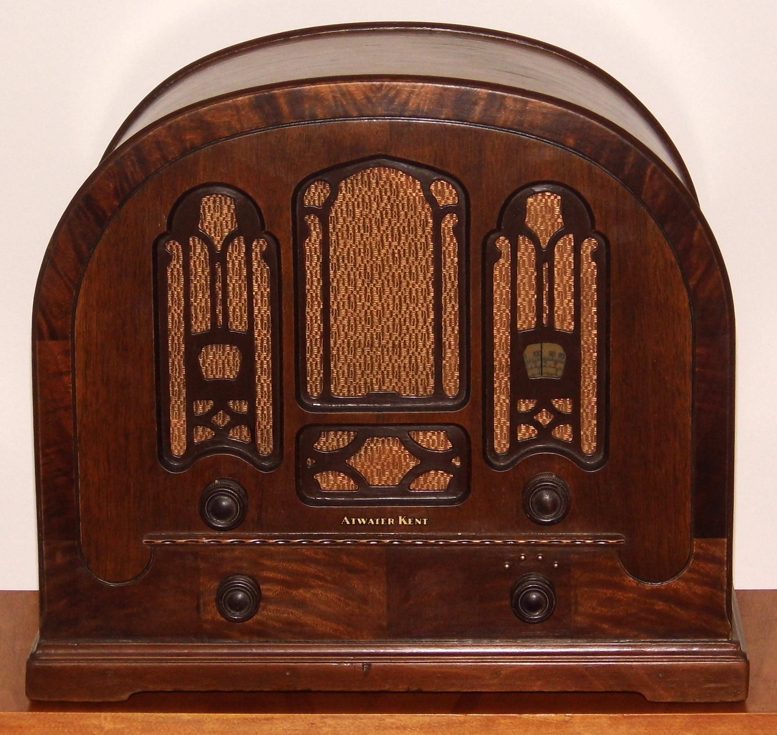 FileVintage Atwater Kent Cathedral Radio Model 708