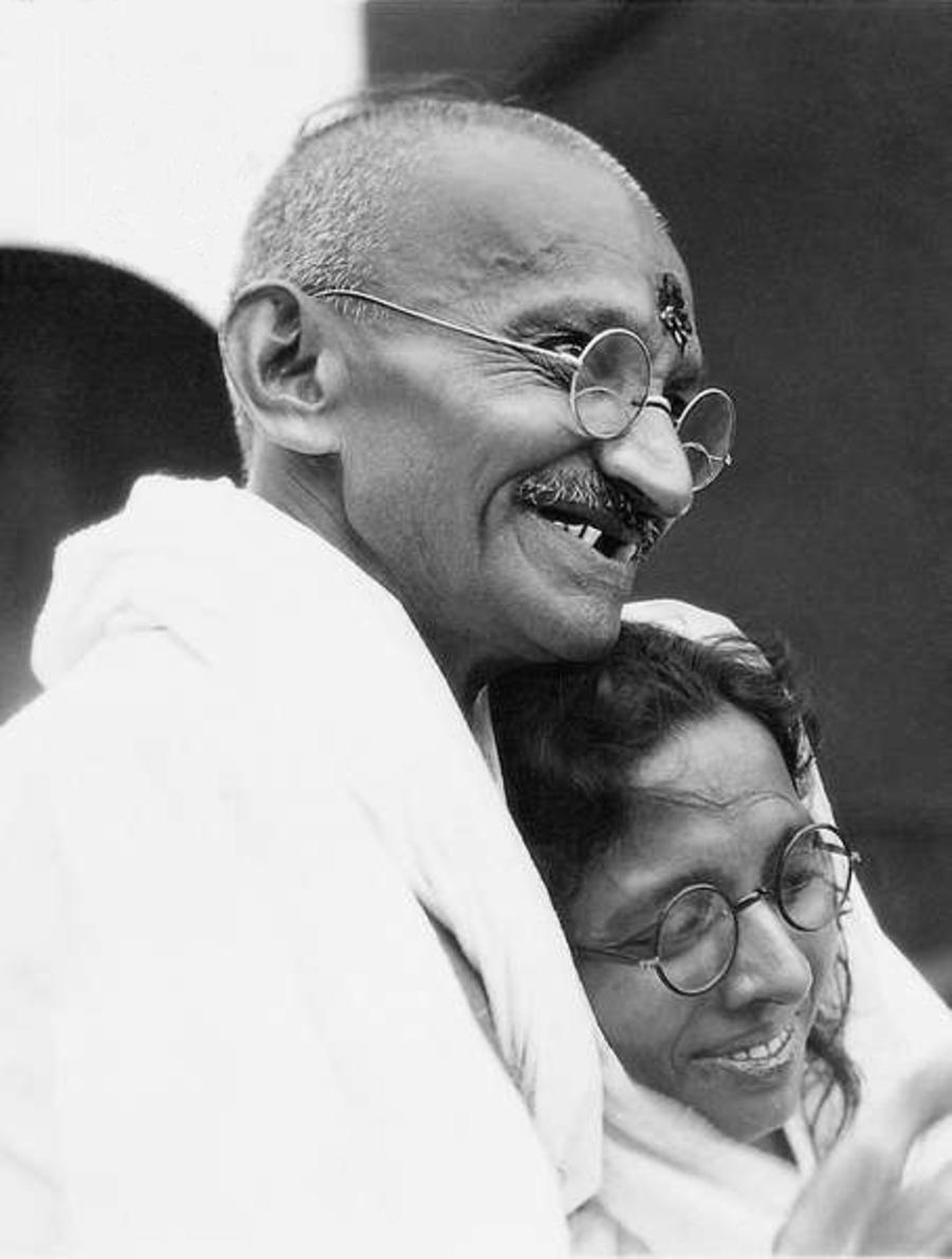 FileMahatma Gandhi and Manibehn Patel before his