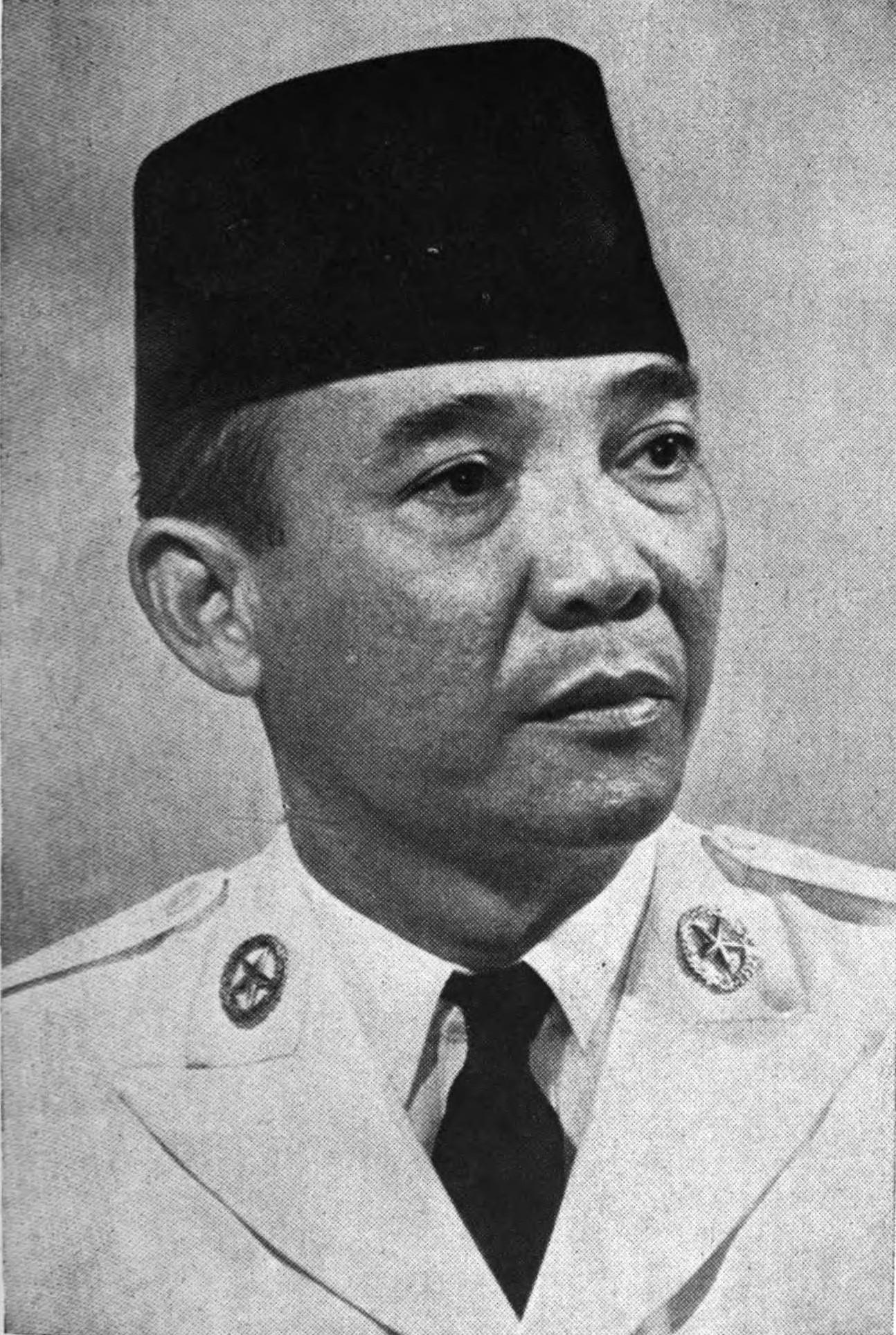 https://i0.wp.com/upload.wikimedia.org/wikipedia/commons/c/c5/Soekarno.jpg