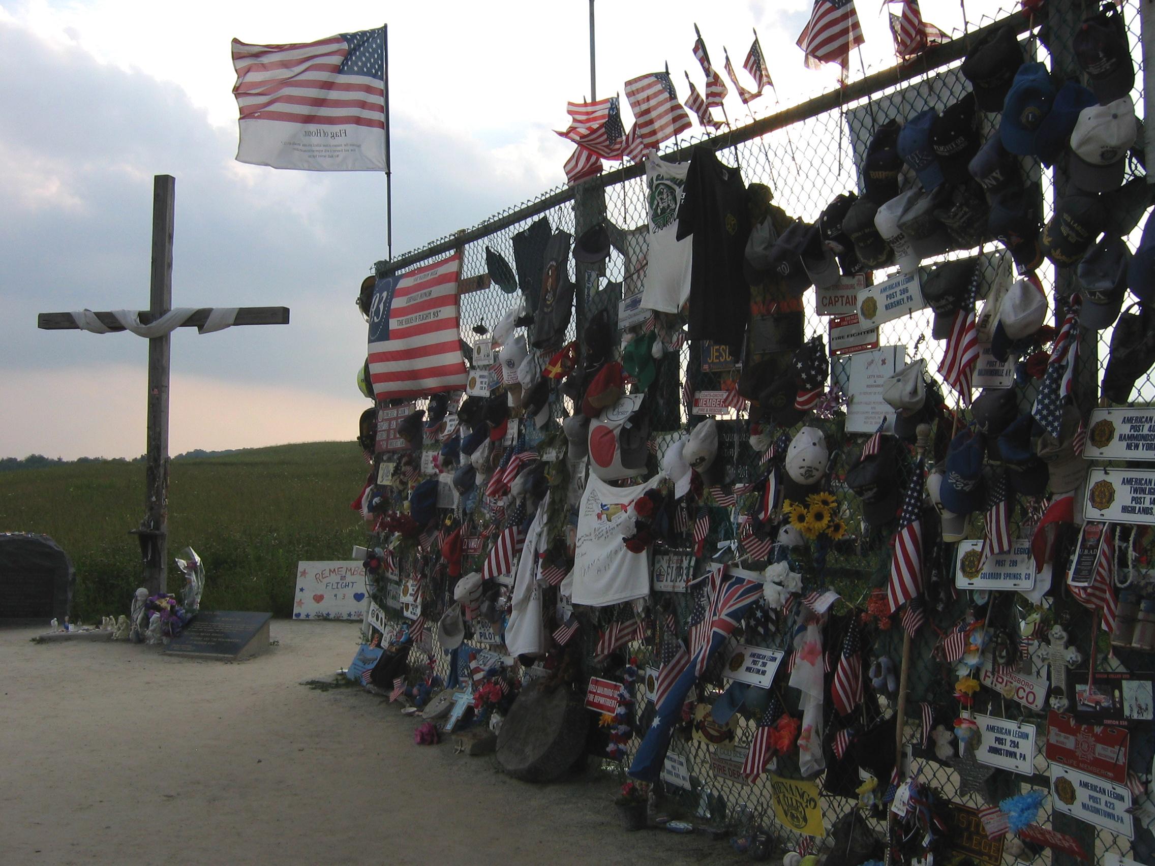 https://i0.wp.com/upload.wikimedia.org/wikipedia/commons/c/c6/Flight_93_memorial_fence.jpg