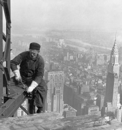 a worker bolts beams during construction the chrysler building can be seen in the background  [ 3000 x 2401 Pixel ]