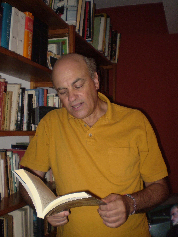 Raúl Zibechi es autor de Dispersar el poder y Territorios en resistencia
