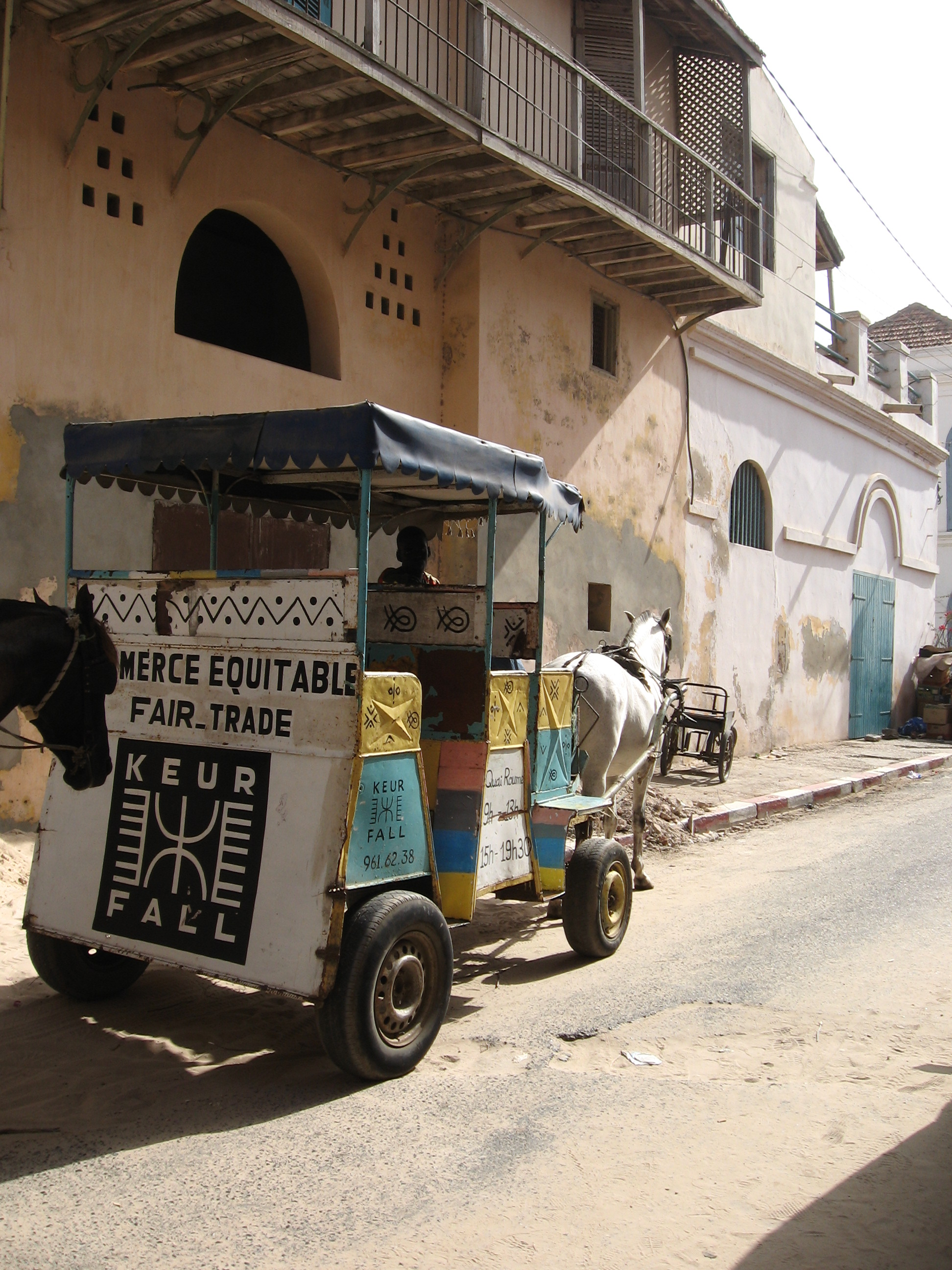 https://i0.wp.com/upload.wikimedia.org/wikipedia/commons/c/c6/Saint_louis_Senegal_cart_2006.jpg