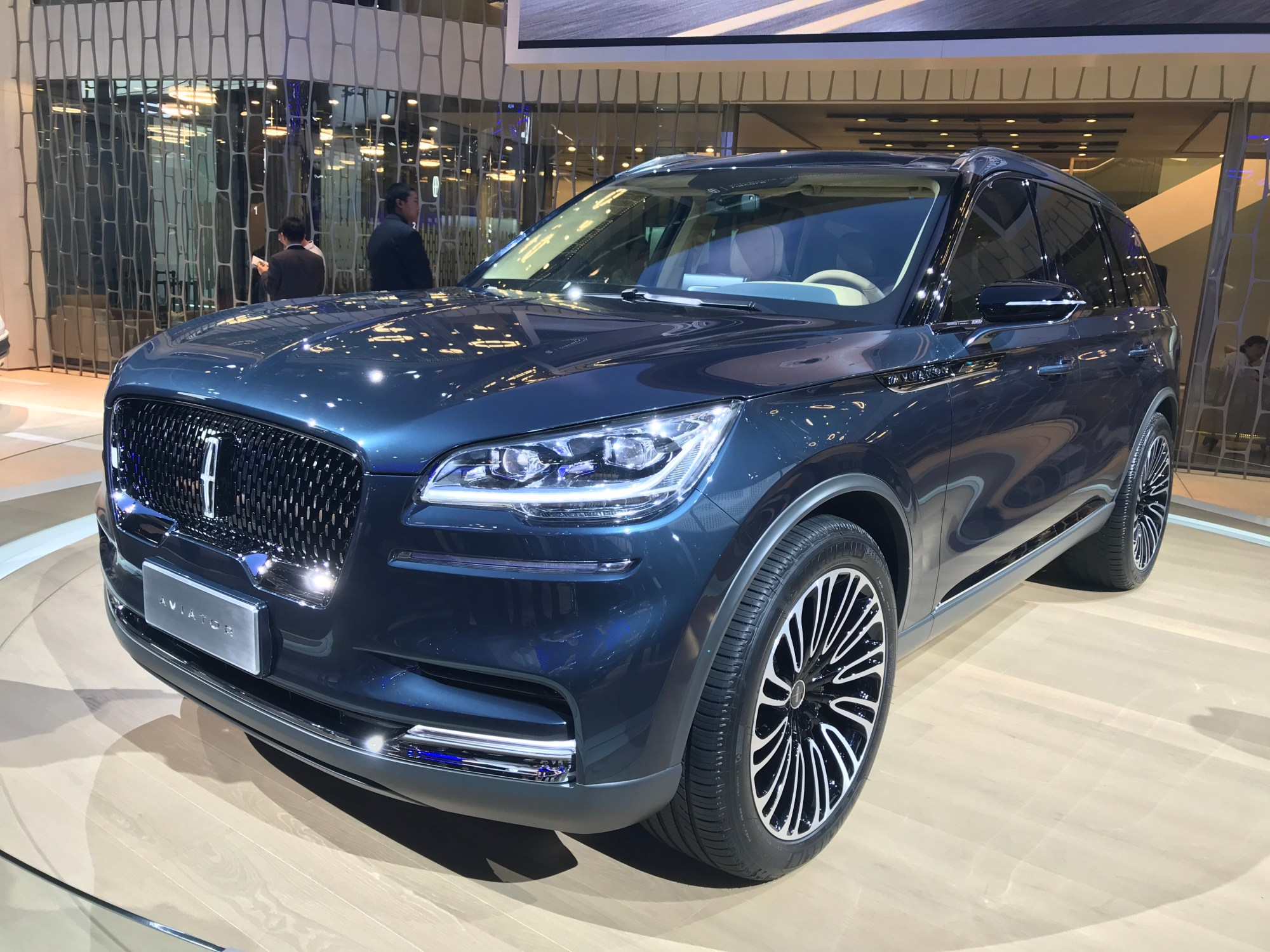 hight resolution of lincoln aviator