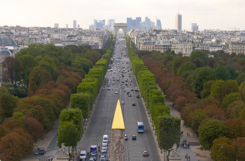 Ficheiro:Champs-Elysées, vue de la Concorde à l'Etoile.jpg