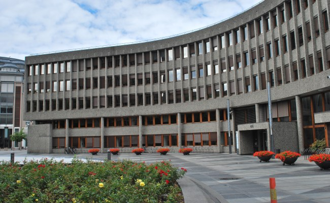 File Y Blokken Mot Høyblokken Regjeringskvartalet Jpg
