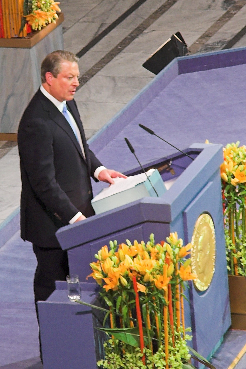 https://i0.wp.com/upload.wikimedia.org/wikipedia/commons/c/c9/Al_gore_nobel.jpg