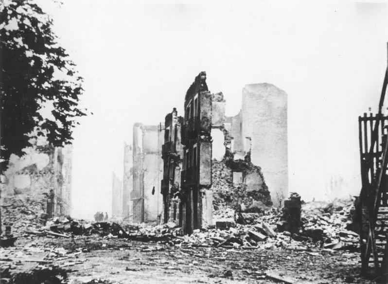 File:Bundesarchiv Bild 183-H25224, Guernica, Ruinen.jpg