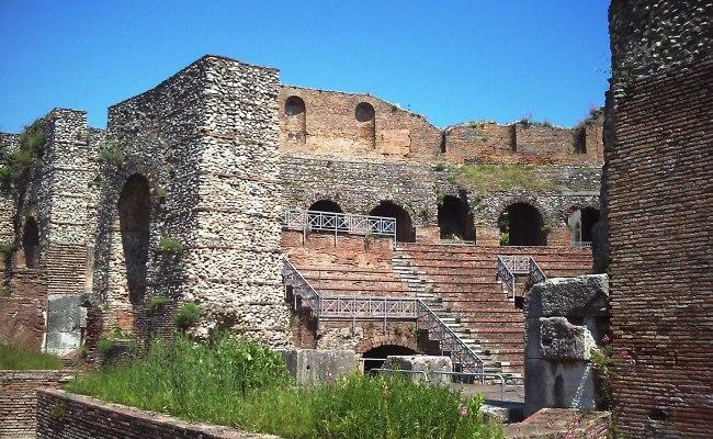 File Teatro Romano Benevento 5 Jpg Wikimedia Commons