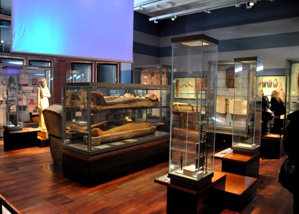 File Ancient Egyptian Mummies And Artifacts Display