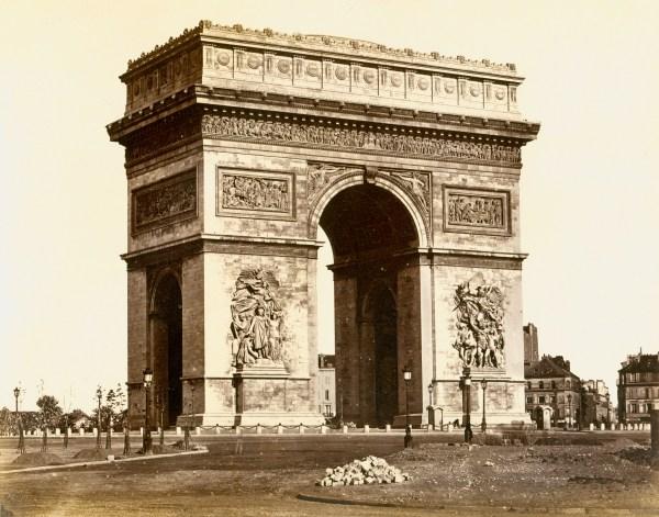 Line Linda L'arc De Triomphe