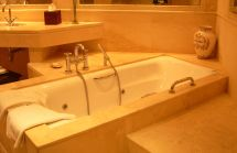Hotel with Soaking Tub